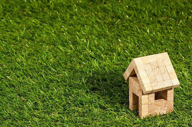 Na czym polega deskowanie dachu?